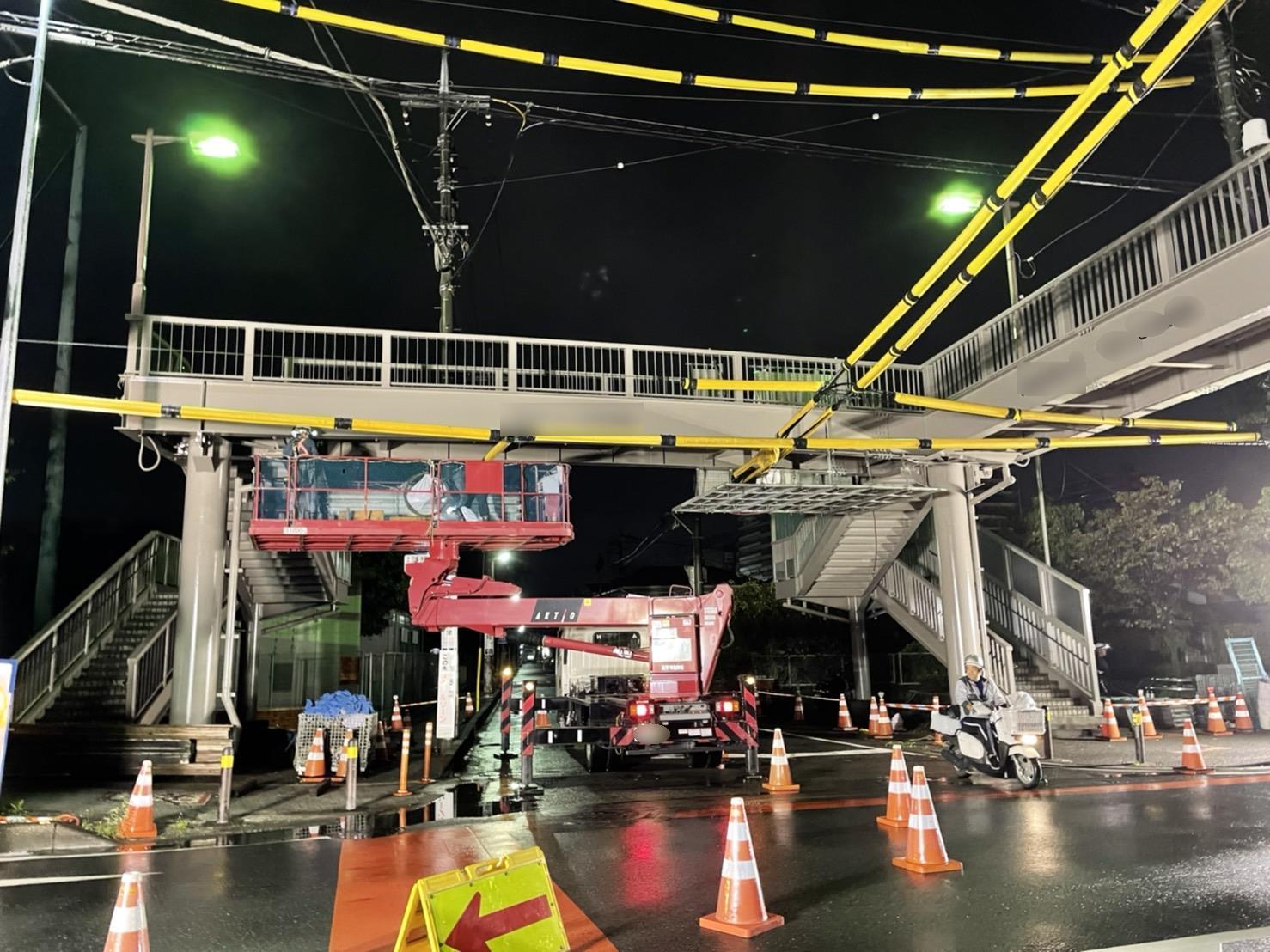 【施工実績23】歩道橋塗替完了後の足場解体状況