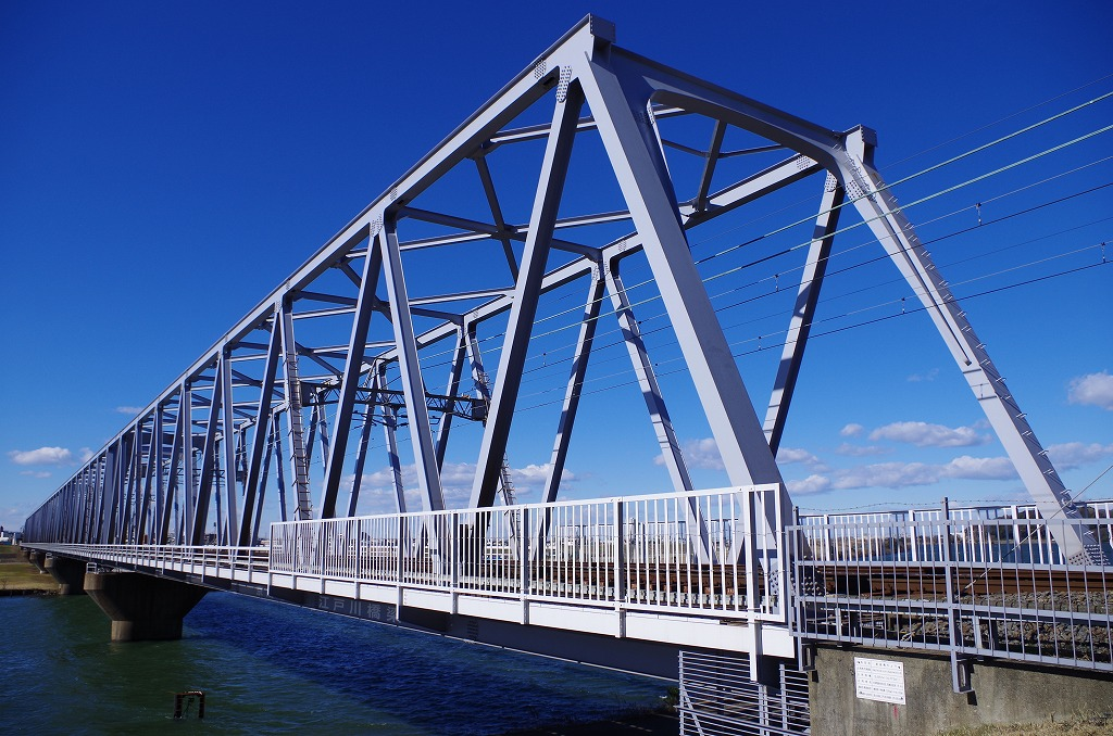 橋梁塗装とその他の塗装の違いって?